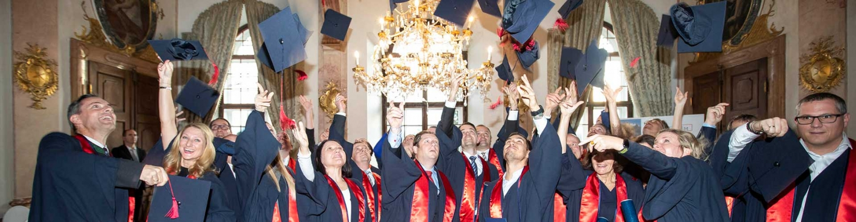 Header Barettwurf Graduierungsfeier